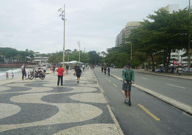 Cariocas retomam atividades ao ar livre em meio à flexibilização do isolamento no Rio de Janeiro