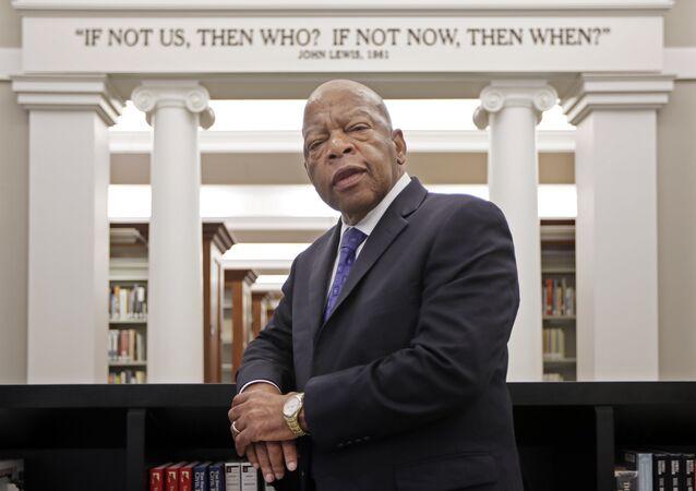 Deputado americano John Lewis, dos Democratas da Geórgia, na Biblioteca Pública de Nashville, Tennessee, em 18 de novembro de 2016