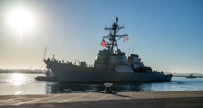 O destróier norte-americano USS Carney na base militar em Rota, na Espanha