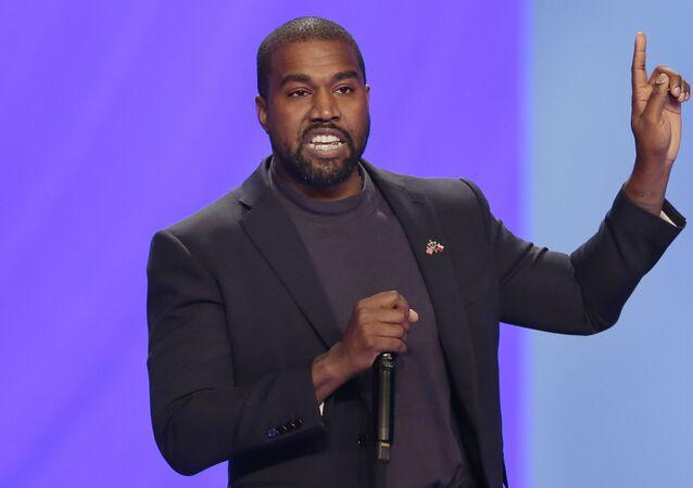 Em Houston, nos EUA, Kanye West responde a perguntas na igreja de Lakewood, em 17 de novembro de 2019.
