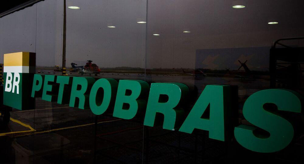 Logotipo da Petrobras no Aeroporto internacional de Cabo Frio, Rio de Janeiro, Brasil