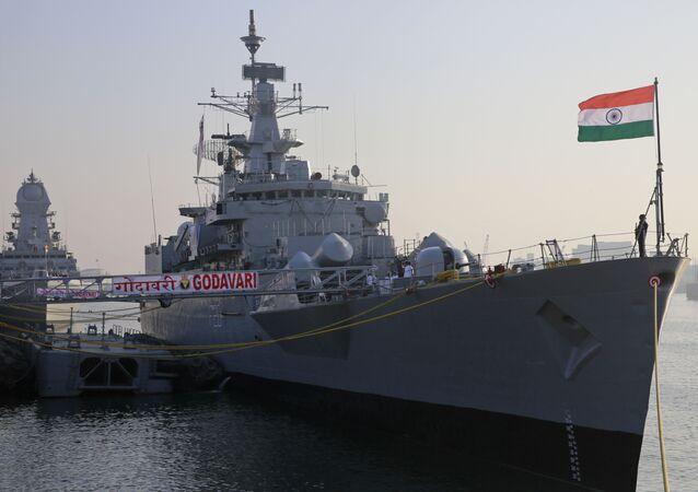 Navio de guerra Godavari da Marinha indiana