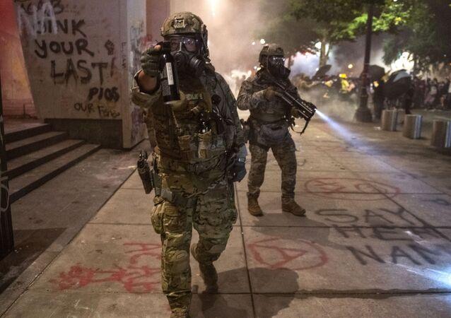 Autoridades federais entram em confronto com manifestantes do movimento Vidas Negras Importam em Portland, nos EUA
