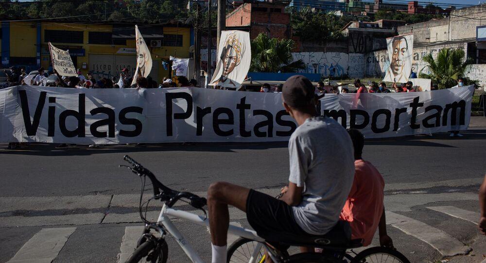 Ato Vidas Negras Importam em Cidade Tiradentes, zona leste de SP, em 4 de julho, pede fim do genocídio da população negra periférica, melhorias na saúde pública e explicações sobre seis jovens mortos por violência policial desde o início da pandemia