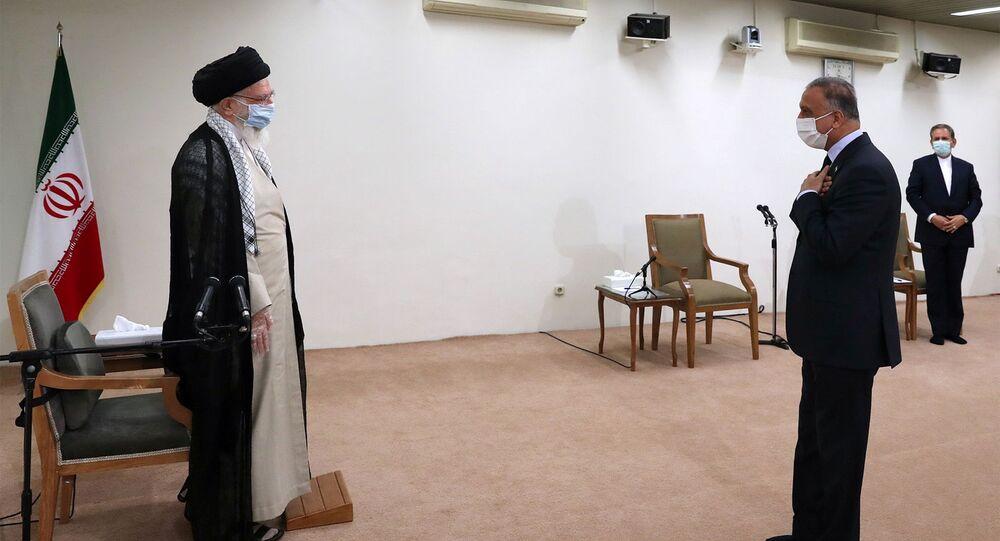 Líder iraniano Ali Khamenei se encontra com o premiê iraquiano Mustafa al-Kadhimi em Teerã