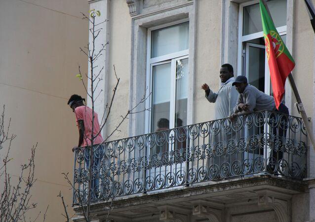 Surto de COVID-19 atingiu 139 dos 169 refugiados que viviam em um hostel em Lisboa no mês de abril de 2020