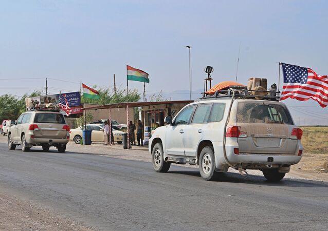 Comboio militar dos EUA chega perto de Dahuk, Iraque, 21 de outubro de 2019.