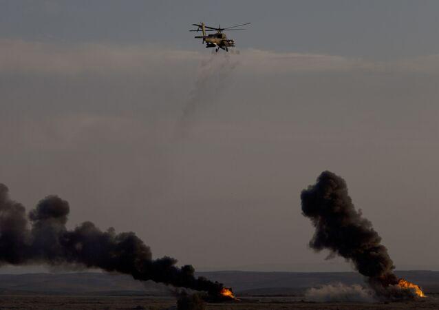 Helicóptero das Forças de Defesa de Israel realiza exercício em base aérea no sul do país