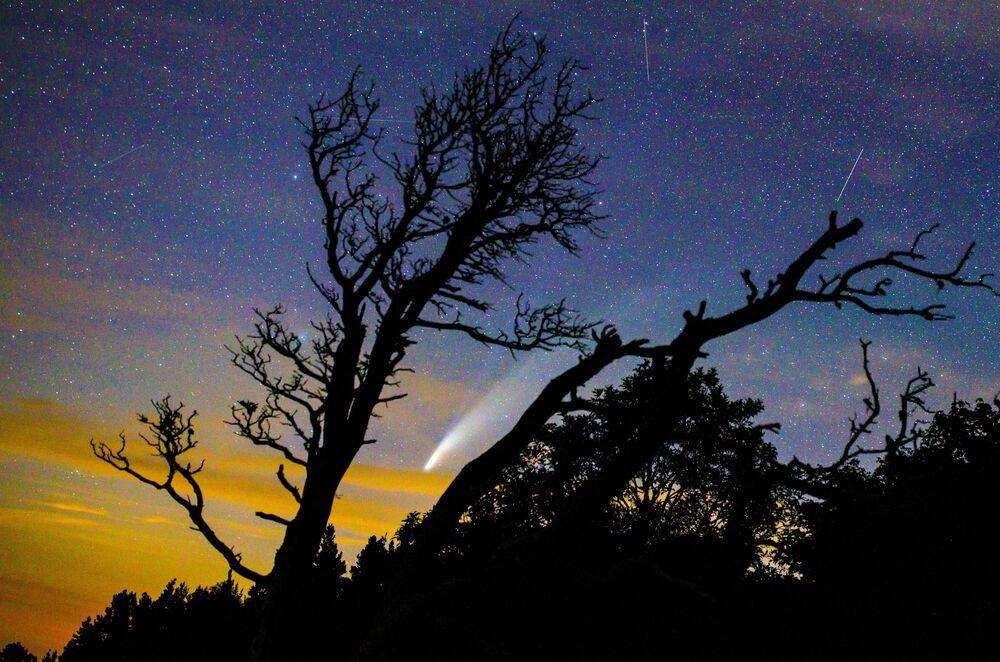 Cometa NEOWISE sendo visto a partir da região de Krasnodar, na Rússia