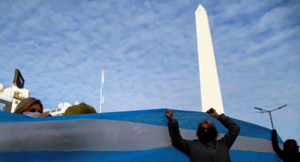 Manifestantes contra o isolamento social para conter coronavírus se reúnem em Buenos Aires, na Argentina