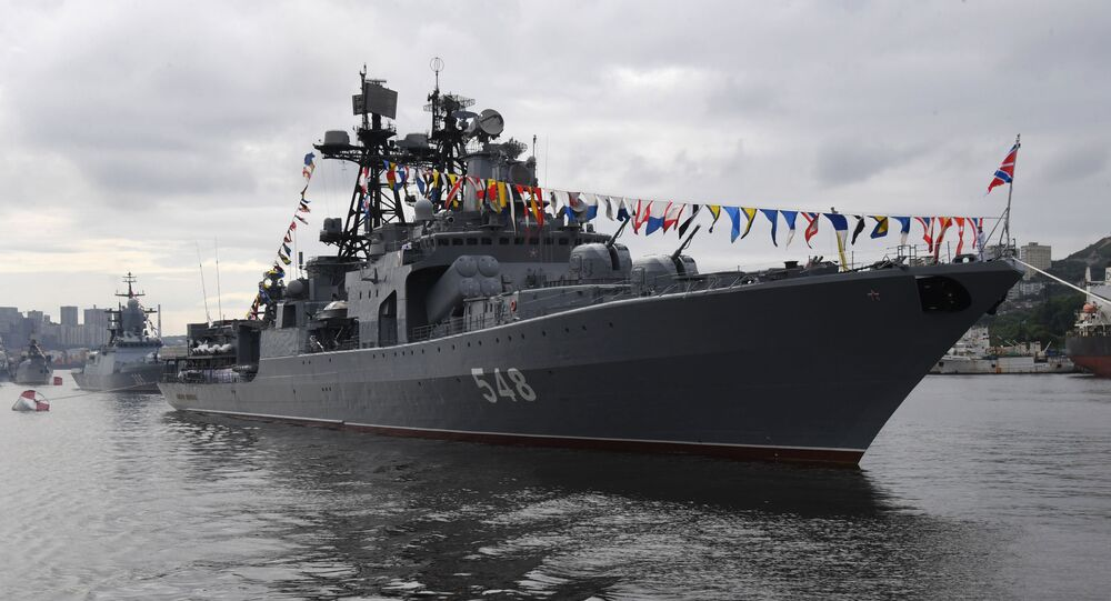 Destróier Admiral Panteleev durante celebração do Dia da Marinha da Rússia em 26 de julho de 2020, em Vladivostok, Rússia