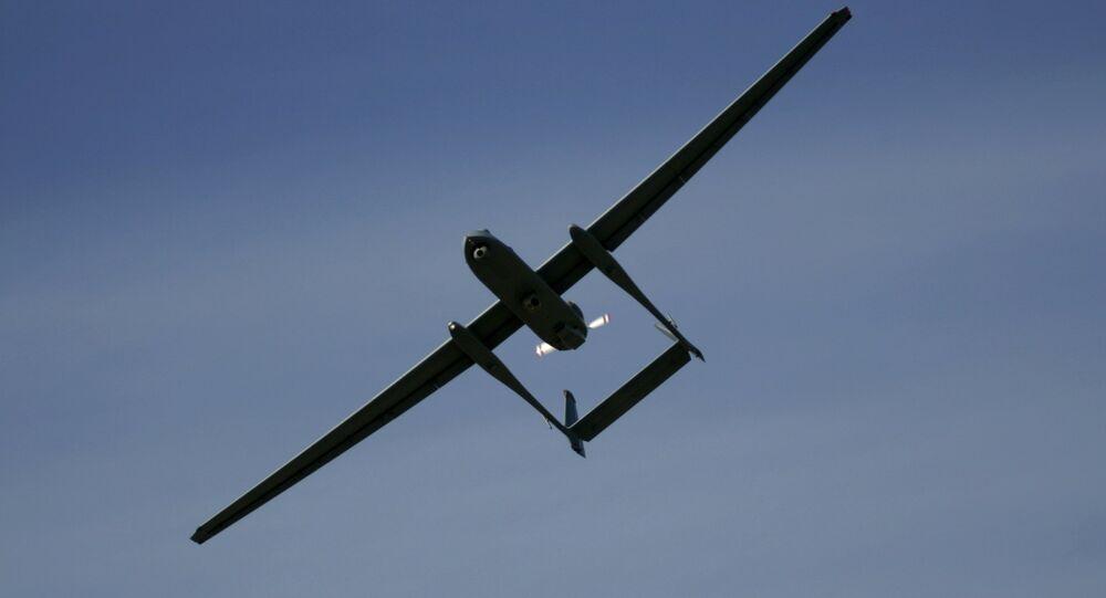 Em Palmahim, Israel, um drone Heron TP, também conhecido como Eitan, pertencente ao Exército de Israel, sobrevoa a base aérea de Palmahim, em 7 de março de 2007.