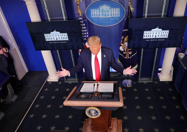 Presidente dos EUA, Donald Trump, durante briefing sobre coronavírus na Casa Branca, em Washington, EUA, 28 de julho de 2020
