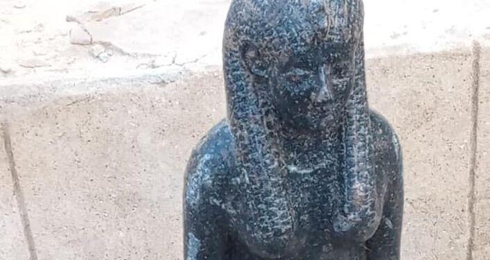 Estátua é descoberta durante escavações arqueológicas perto de Mit Rahina, no Egito