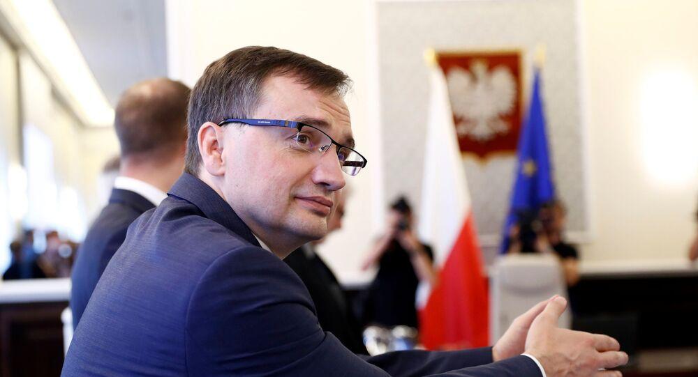Ministro da Justiça da Polônia, Zbigniew Ziobro, comparece a uma reunião em Varsóvia