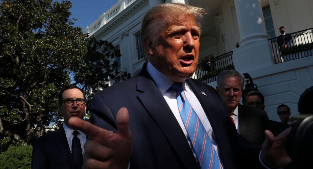 Presidente dos EUA, Donald Trump, no gramado sul da Casa Branca em Washington, EUA, 29 de julho de 2020