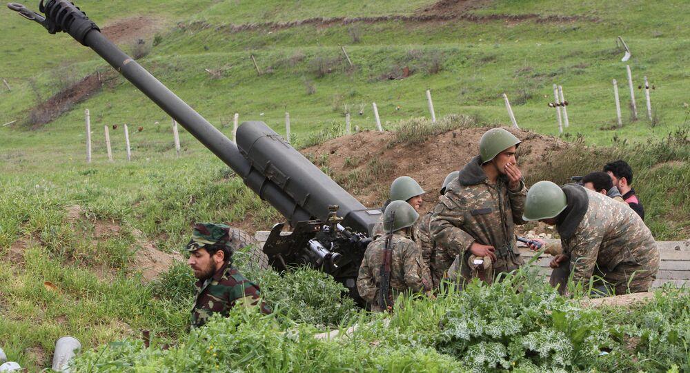 Soldados armênios na região do Região de Nagorno-Karabakh, em 5 de abril de 2016