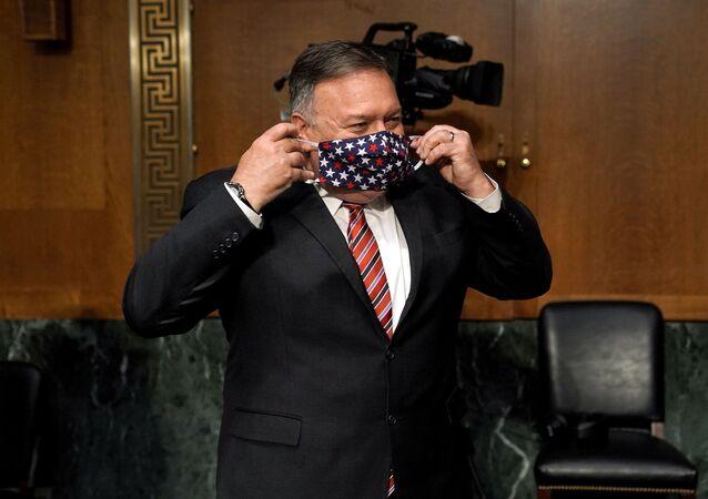 Secretário de Estado dos EUA, Mike Pompeo, usando máscara no Senado, em Washington, EUA, 30 de julho de 2020
