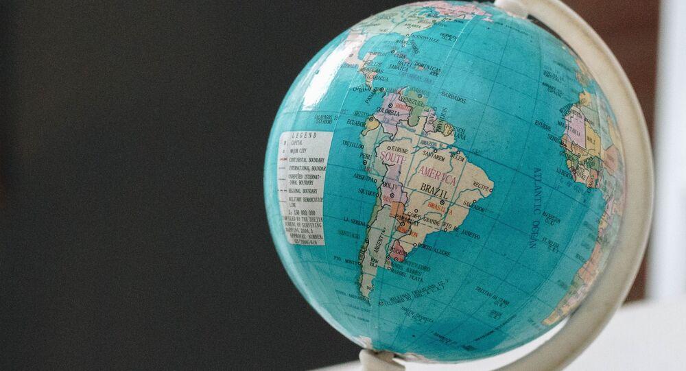 Globo com mapa da América Latina
