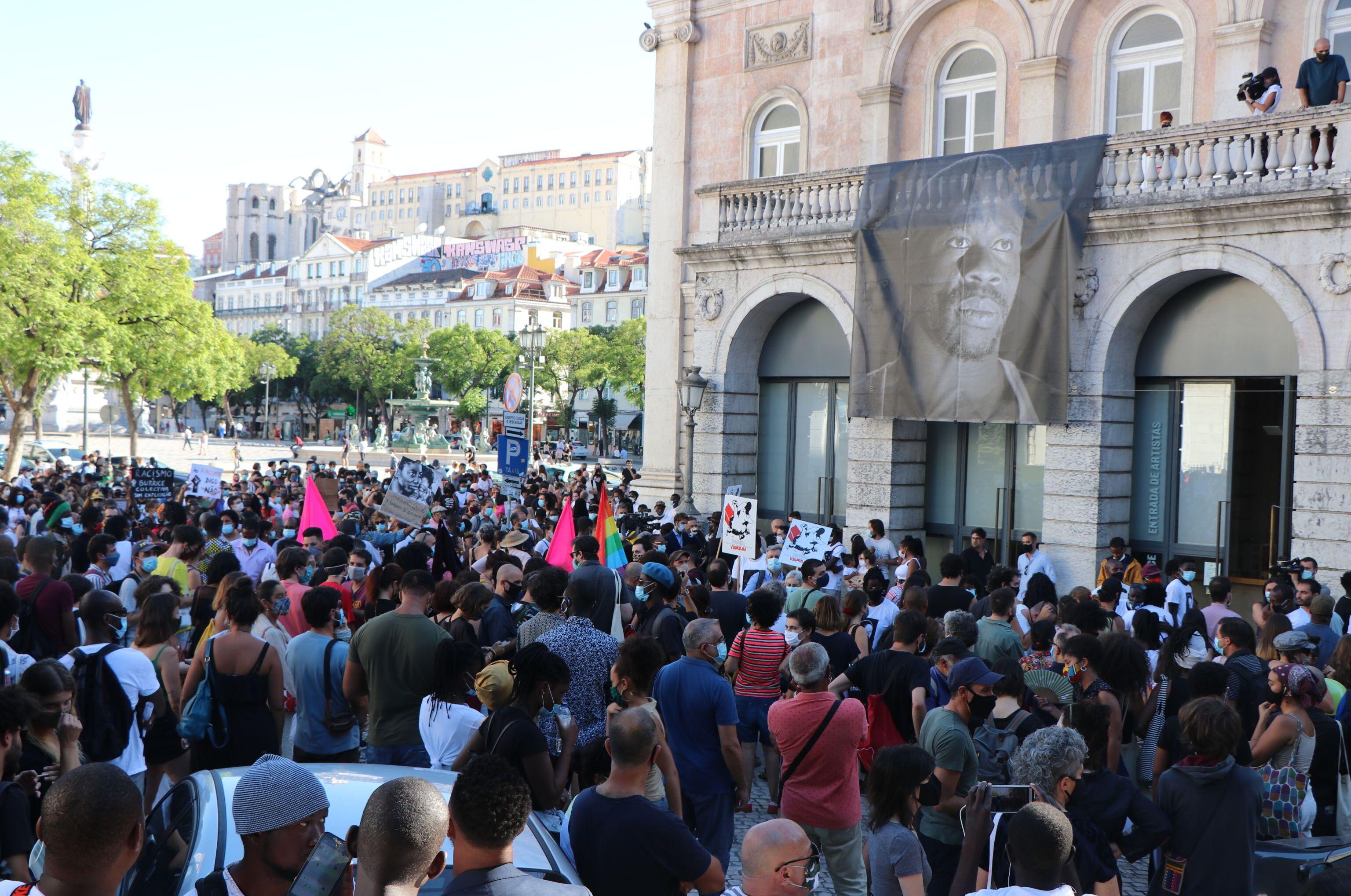 Manifestantes se reúnem em Lisboa em protesto pelo assassinato do ator guineense Bruno Candé