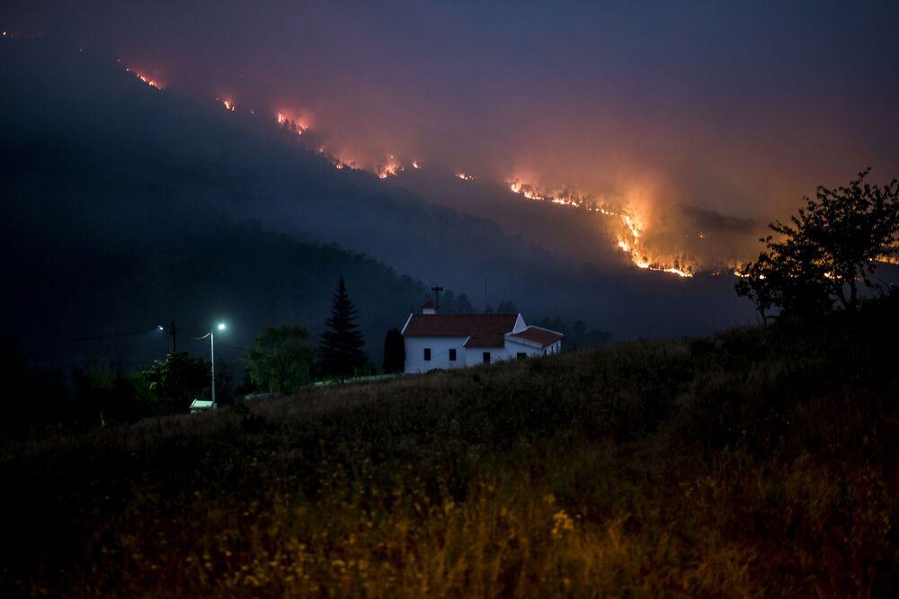 Incêndio florestal castiga Vale de Cuba, em Castelo Branco, Portugal