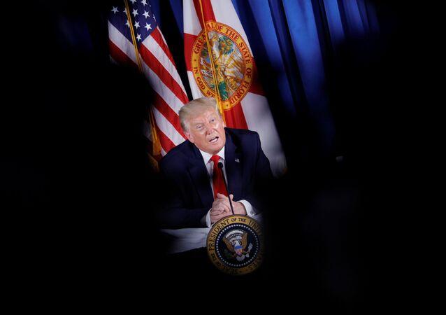 Presidente dos EUA, Donald Trump, durante conferência de imprensa em clube de golfe, na Flórida, 31 de julho de 2020