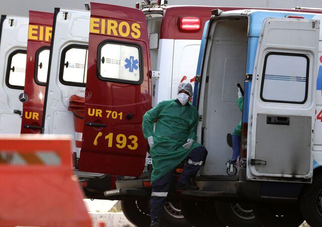 Agente de saúde após encaminhar paciente com suspeita de COVID-19 no hospital HRAN de Brasília, 3 de agosto de 2020