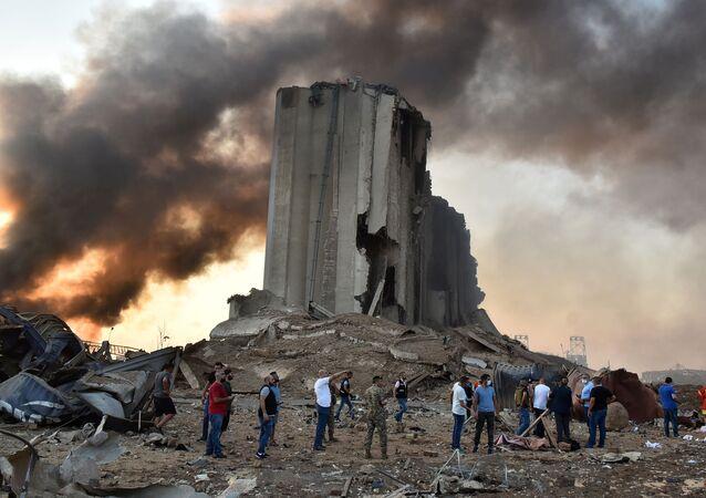 Destruição no local da explosão em Beirute