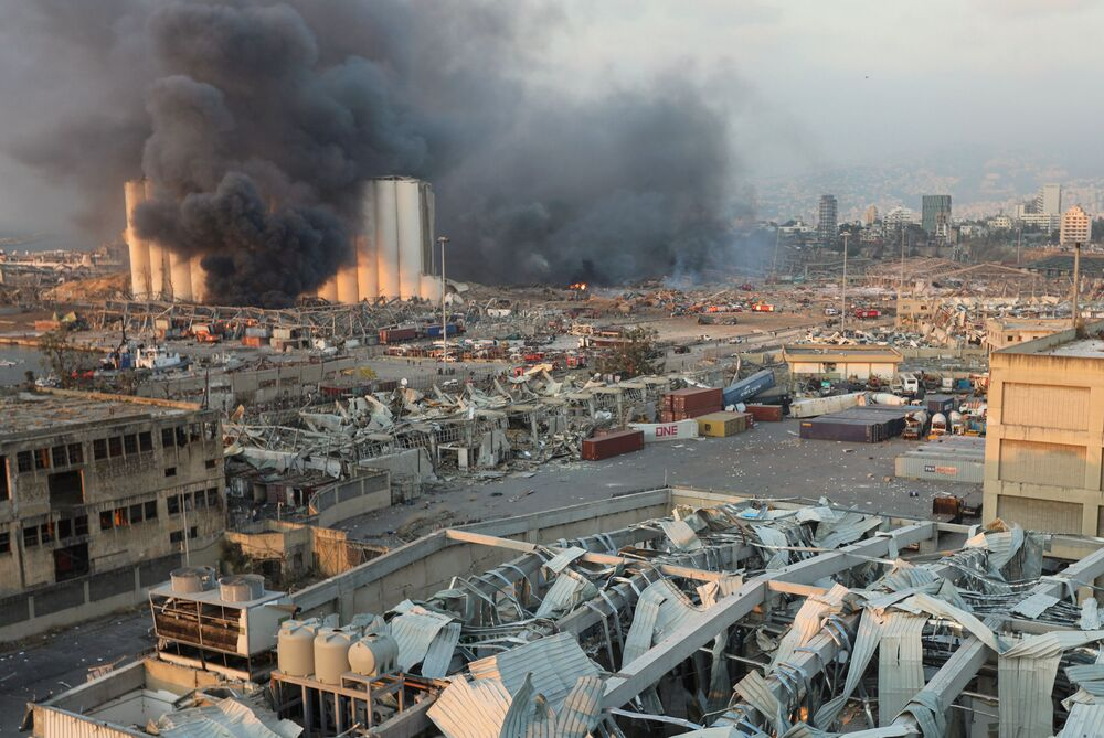 Fumaça é vista nos céus de Beirute após uma explosão na capital do Líbano