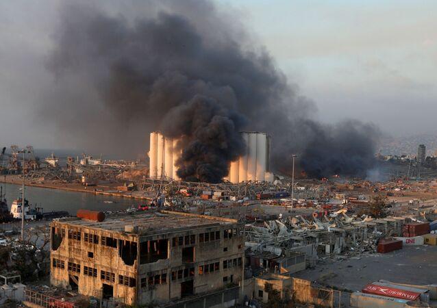 Fumaça em área da explosão registrada em Beirute, no Líbano