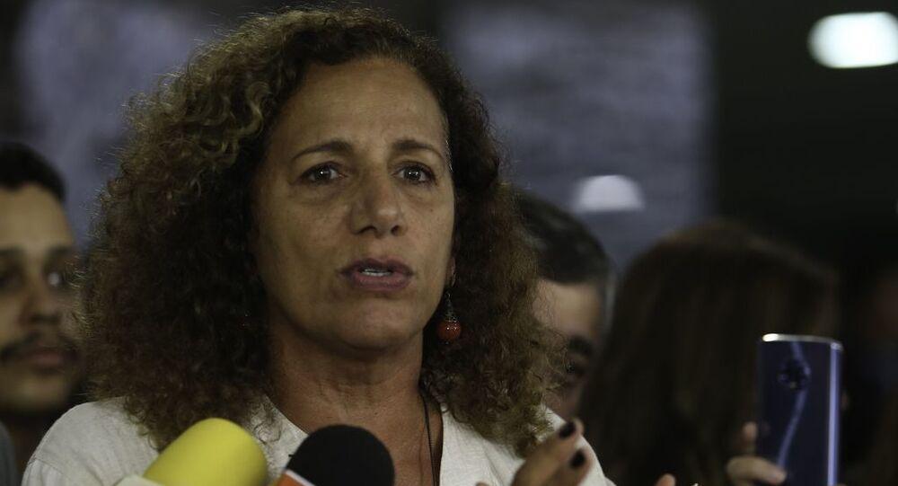 Deputada federal Jandira Feghali (PCdoB-RJ) durante entrevista para imprensa.