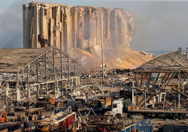 Imagem da zona portuária de Beirute depois da forte explosão que atingiu a capital do Líbano, 5 de agosto de 2020