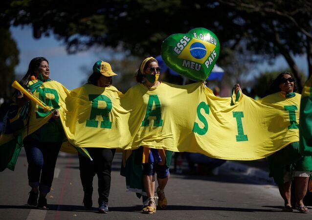 Bolsonaristas se reúnem para apoiar presidente Jair Bolsonaro em meio à pandemia, Brasília, 19 de julho de 2020
