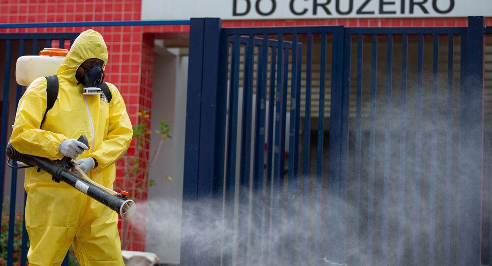 Coronavírus: higienização de escola no Distrito Federal, onde Justiça autorizou retorno das aulas