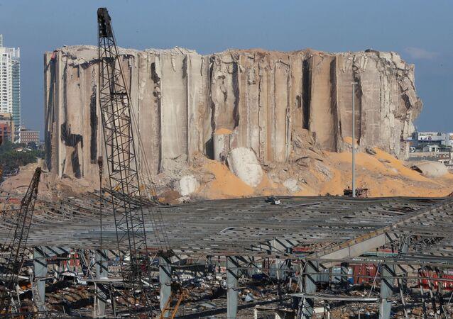 Armazém de grãos danificado por explosão na área portuária de Beirute, Líbano, 7 de agosto de 2020