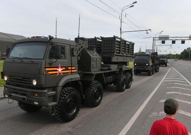 Sistema de lançamento de minas Zemledelie durante ensaio da parada dos 75 anos da Vitória em Moscou