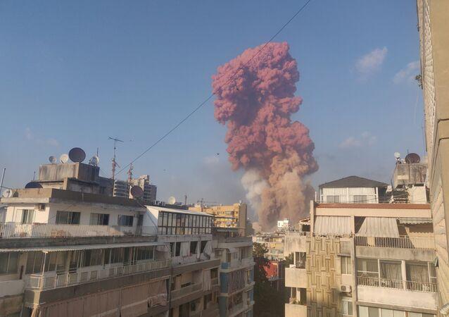 Fumaça após explosão em Beirute, Líbano, 4 de agosto de 2020