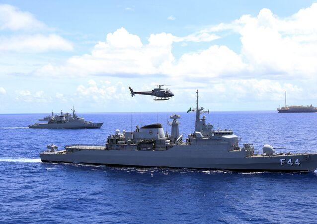 Fragata Independência da Marinha do Brasil durante exercício.