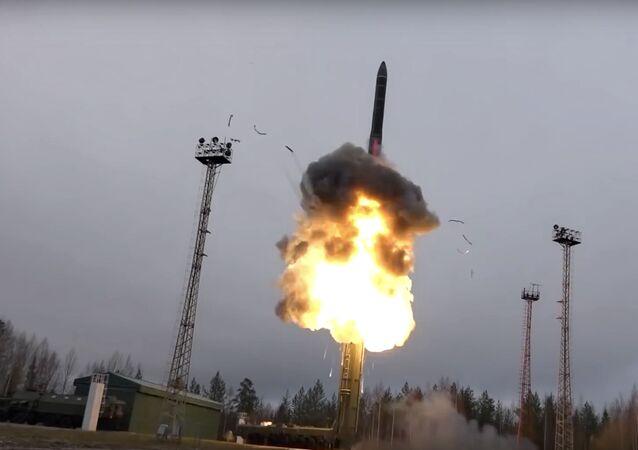 Míssil balístico intercontinental é lançado de algum ponto da Rússia