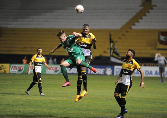 Partida disputada em estádio sem público entre Criciúma e Chapecoense pelas semifinais do Campeonato Catarinense