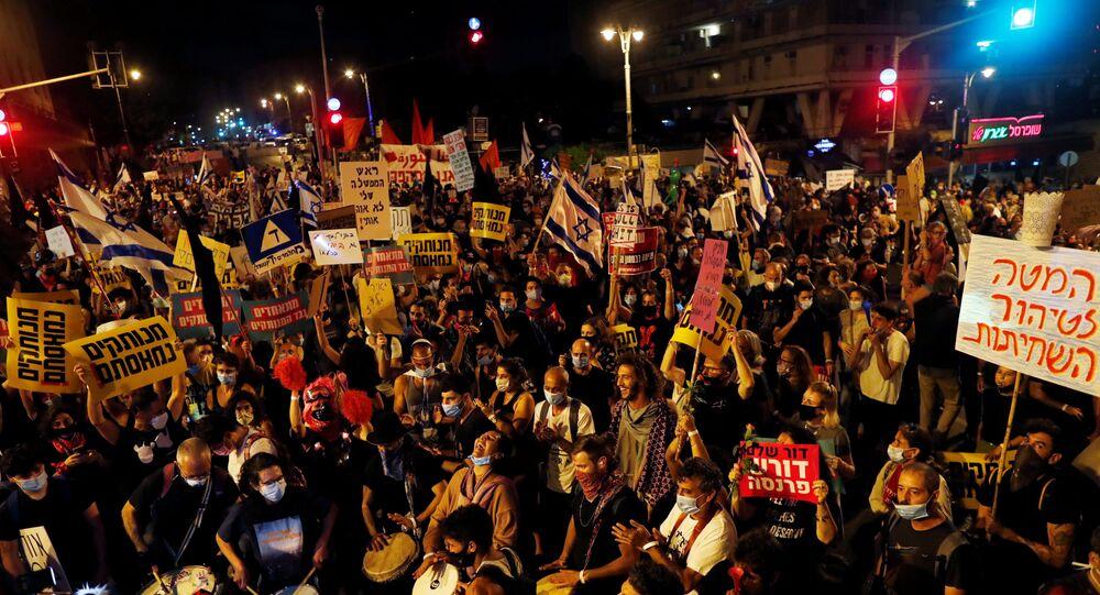 Israelenses vão às ruas para pedir renúncia de Netanyahu