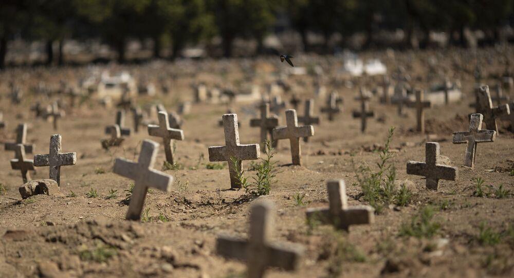 Cruzes no cemitério do Caju, na Zona Norte do Rio de Janeiro.