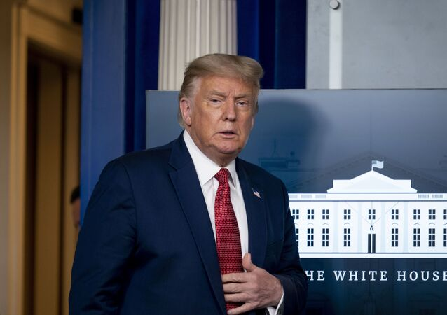 Presidente dos EUA, Donald Trump, chega à Sala de Imprensa da Casa Branca