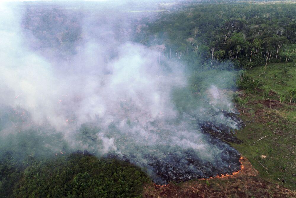 Vista aérea de grande incêndio em Cinturão Verde, a 113 quilômetros de Manaus, em 4 de agosto de 2020