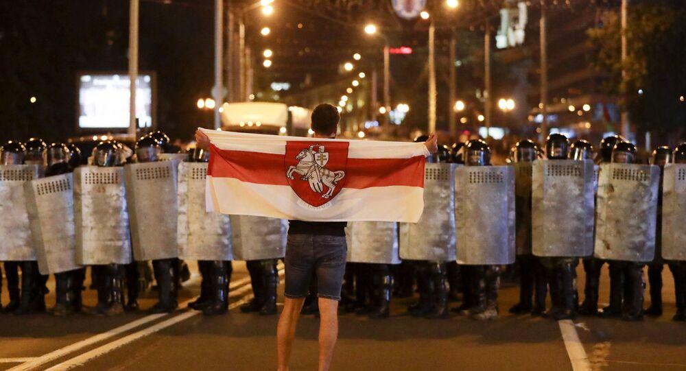 Protestos na Bielorrússia: o que está por trás da bandeira da oposição?