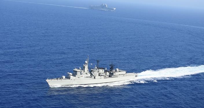 Exercícios conjuntos entre a Grécia e a França no mar Mediterrâneo em 13 de agosto de 2020