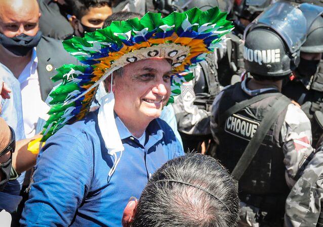 Presidente Jair Bolsonaro usa cocar indígena durante solenidade de inauguração do Porto do Futuro, na cidade de Belém, capital do Pará