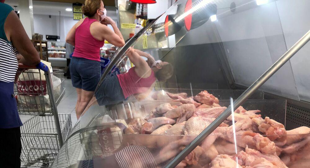 Carne de frango à venda em supermercado no Rio de Janeiro, 13 de agosto de 2020
