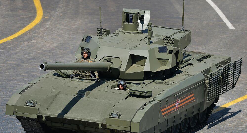 Tanque T-14 durante a Parada da Vitória na Grande Guerra pela Pátria (parte da Segunda Guerra Mundial, compreendida entre 22 de junho de 1941 e 9 de maio de 1945, e limitada às hostilidades entre a União Soviética e a Alemanha nazista e seus aliados) na Praça Vermelha, Moscou, Rússia