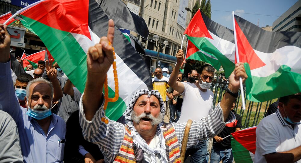 Palestinos protestam contra o acordo firmado entre os Emirados Árabes e Israel